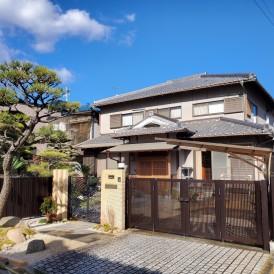 姫路市大谷石の塀と門柱を撤去|松の木を魅せるフロントガーデンと御影石門...