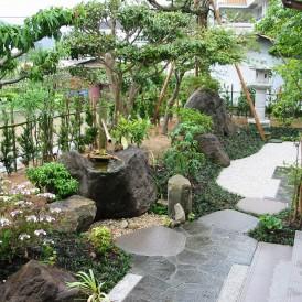 本格的日本庭園つくばいの和風の庭 佐用町 M様邸