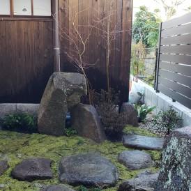 古民家リノベーション坪庭工事|庭石や飛び石を再利用した坪庭・苔が美しい...