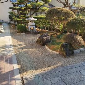 佐用町タマリュウの庭リフォーム工事|和風の土留め石で見切り雑草の生えに...