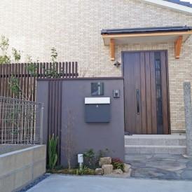 明石市の平屋住宅の和モダン外構とプライベートガーデン工事