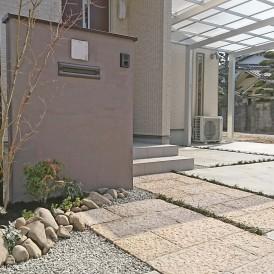 姫路市外構|前面道路が狭いセットバックし石畳アプローチの美しいエクステ...