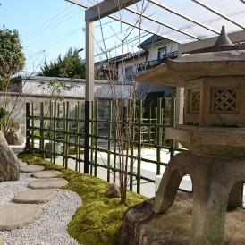 姫路市和風モダン外構|高級感ある自然石のオリジナル門柱に石畳のアプロー...
