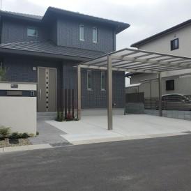 姫路市パナホーム住宅の外構|ダークカラーの住宅に合わせたモ門柱を植栽で...