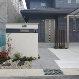 姫路市パナホーム住宅と統一感を持たせたエクステリアデザイン|ツートンカ...