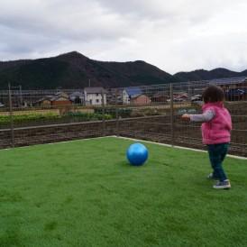 人工芝とマサ土舗装のお庭 市川町