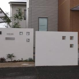 姫路市外構|天然石の小石の洗出しで緩やかなカーブの素敵なアプローチがあ...