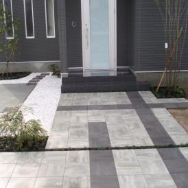 白と黒を基調としたモダンデザインのオープン外構 姫路市 E様邸