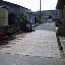 駐車場を兼ね備えたアプローチのある門周り 加古川市 T様邸