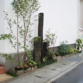自然なゴロタ石でモダンスタイルな門周り 姫路市 M様邸