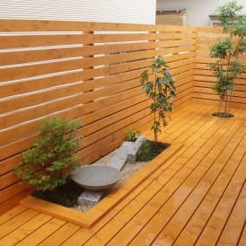 坪庭とウッドデッキが一体になった庭 加古川市 F様邸