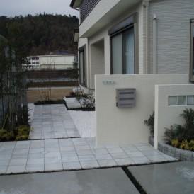 白玉石で白を基調とした高級感あふれるアプローチ市川町 I様邸 非公開