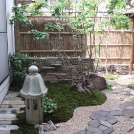 自然石の小端石積みで斬新な和の庭 神崎郡福崎町 M様邸