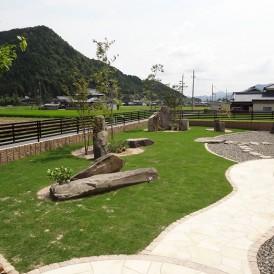 芝生(TM-8)を育てるの緑がきれいな管理しやすいお庭 神崎郡M様邸