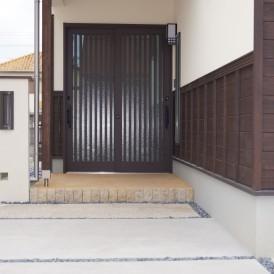 ジャパニーズモダンなスッキリとした門柱のある外構工事 加古川市T様邸