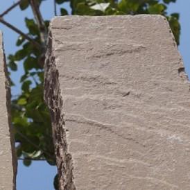 重厚感あるモダンな石門柱のナチュラルガーデン 姫路市T様邸