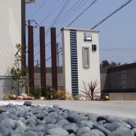 モノトーンカラーのすっきりとした新築外構 小野市S様邸
