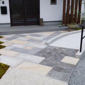 市川町和モダン外構|落ち着ついた趣を感じられる雰囲気の石畳のある新築外...