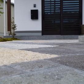 高級感ある和風のきれいな石のアプローチ 神崎郡市川町K様邸