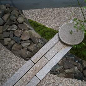 センスいい和モダンな自然石の坪庭 姫路市I様邸