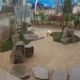 枯山水に築山と伊勢砂利で砂紋をつけた現代風の和の庭 加古川市