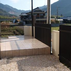 タイル貼りのオープンテラス 神川町 A様邸